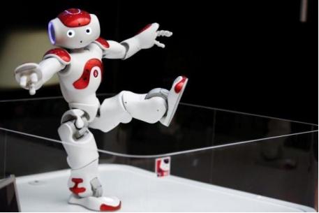 """多地出现机器人""""抢饭碗"""" 已不限于工业制造业"""