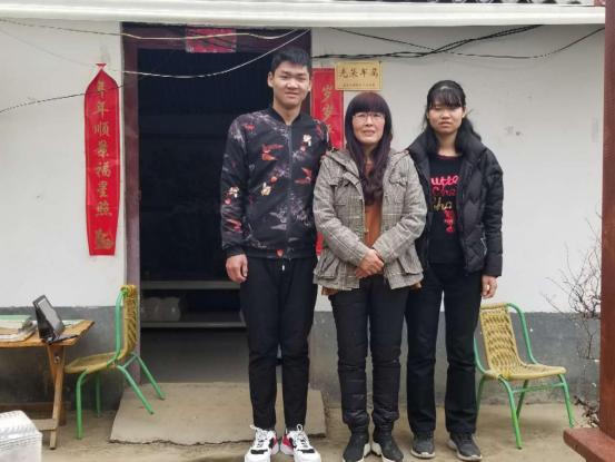 """农家女薛海滨荣膺""""天中最美母亲""""称号"""