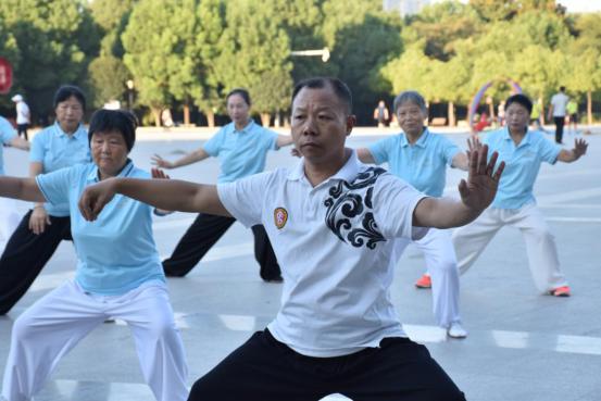文明路社区开展太极拳演练活动,助力居民身心健康