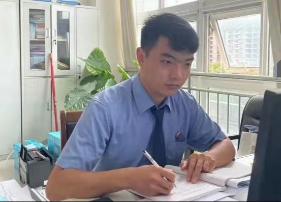 泌阳90后程军伟:雨中15秒救起触电司机 教科书式救人