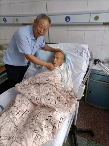 河南泌阳:党员吕启超与孤寡老人的情缘