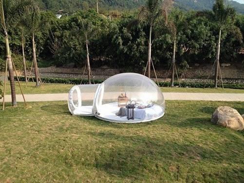 城会玩!外国奇才发明防水防火充气泡泡帐篷
