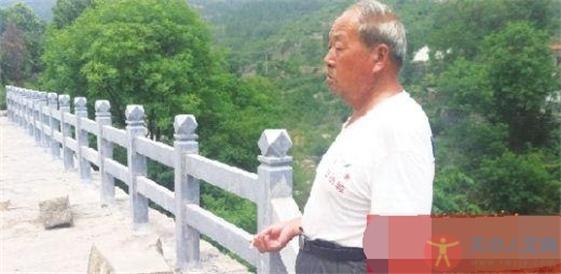 新乡七旬老人耗时14年凿5万多石块 为村民建桥