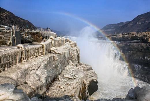 黄河壶口瀑布现冰挂美景