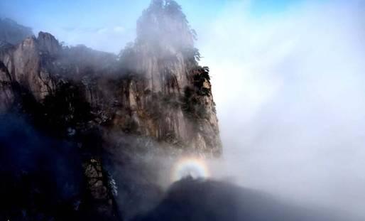 黄山喜迎世界气象日 佛光云海万千气象仿若仙境